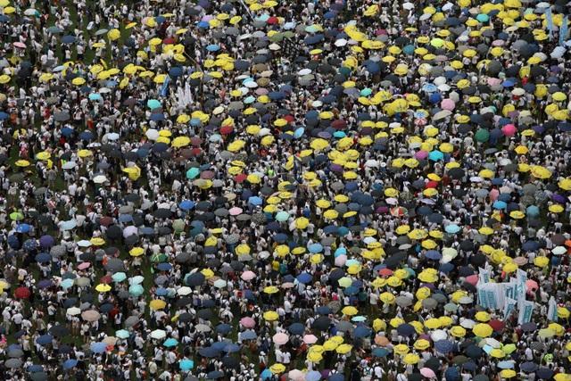 Hong Kong huy động 2.000 cảnh sát đối phó biểu tình phản đối dự luật dẫn độ - 1