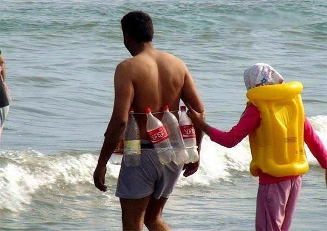 """Những hình ảnh siêu hài hước vô tình """"chộp"""" được trên bãi biển - 14"""