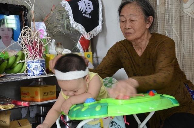 Lao vào cứu chồng, người vợ bị điện giật tử vong bỏ lại đứa con trai 9 tháng tuổi bơ vơ - 6