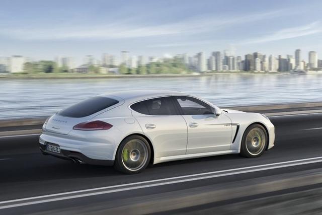 Phát hiện lỗi gây cháy xe trên Porsche Panamera thế hệ đầu tiên - 1