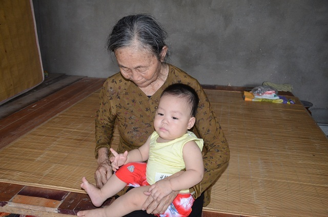 Lao vào cứu chồng, người vợ bị điện giật tử vong bỏ lại đứa con trai 9 tháng tuổi bơ vơ - 13