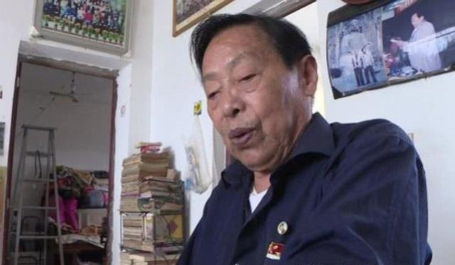 Cụ ông 85 tuổi soi kính lúp học bài, quyết tâm thi Gaokao để vào đại học - 2