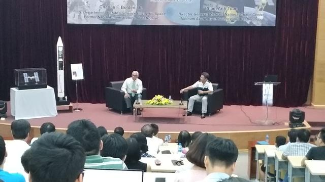 """Nguyên Tổng giám đốc NASA nói về """"hành trình thám hiểm của nhân loại"""" với giới trẻ Việt - 1"""