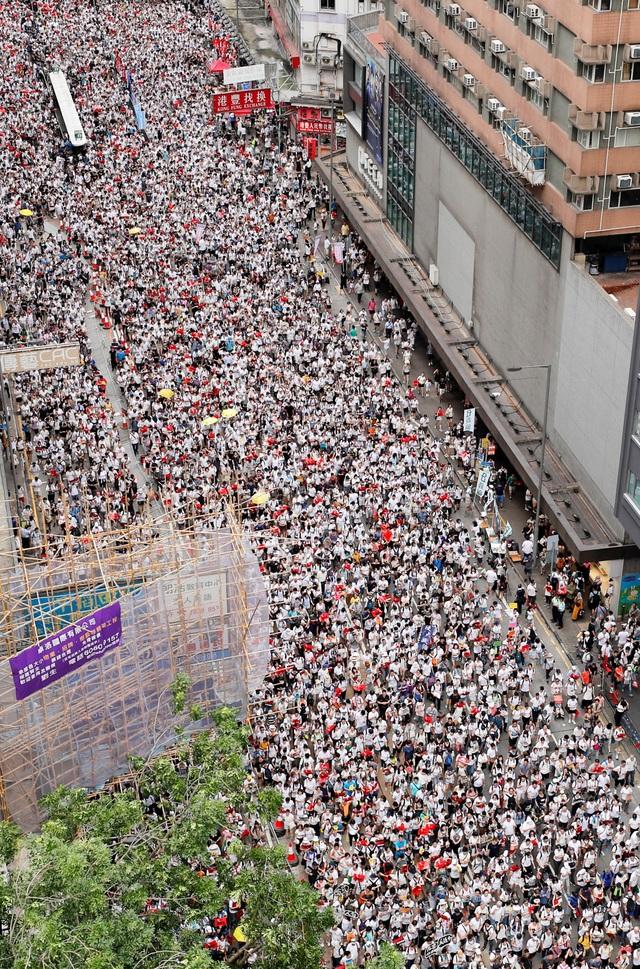 Hong Kong đối mặt biển người phản đối dự luật dẫn độ - 2