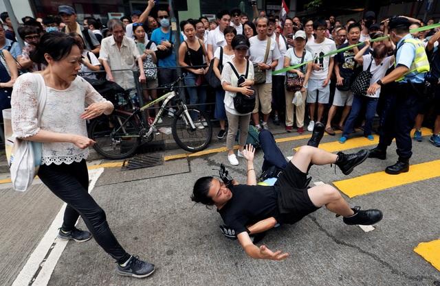 Hong Kong đối mặt biển người phản đối dự luật dẫn độ - 11