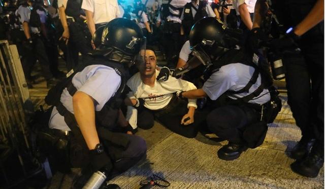 Hong Kong đối mặt biển người phản đối dự luật dẫn độ - 5