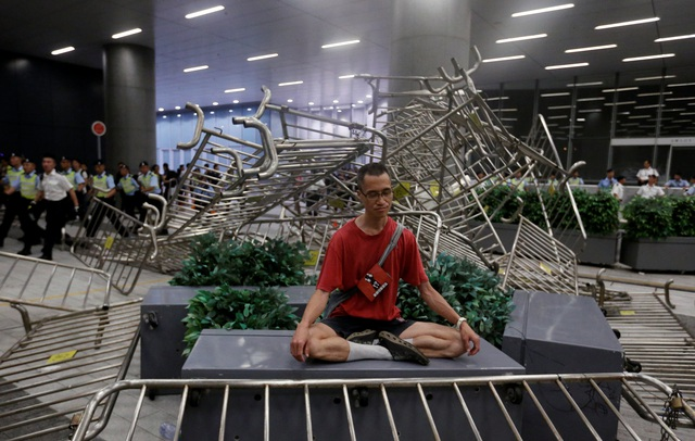 Hong Kong đối mặt biển người phản đối dự luật dẫn độ - 10