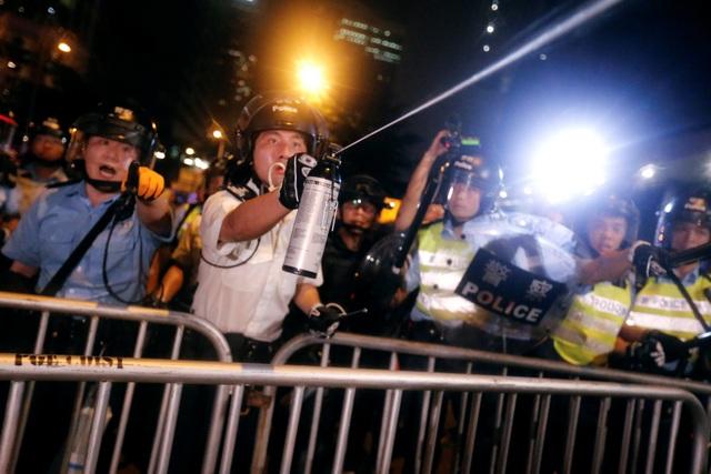 Hong Kong đối mặt biển người phản đối dự luật dẫn độ - 6