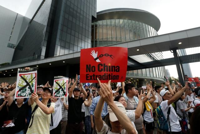 Hong Kong đối mặt biển người phản đối dự luật dẫn độ - 14