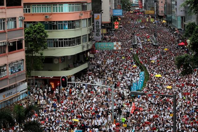 Hong Kong đối mặt biển người phản đối dự luật dẫn độ - 3