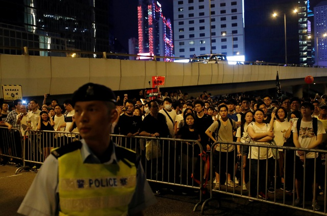 Hong Kong đối mặt biển người phản đối dự luật dẫn độ - 4