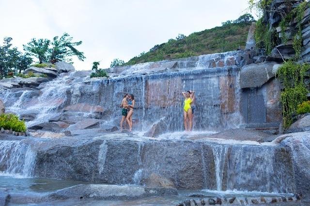 Trải nghiệm tắm bùn khoáng độc đáo trên đảo Hòn Tằm xinh đẹp - 5