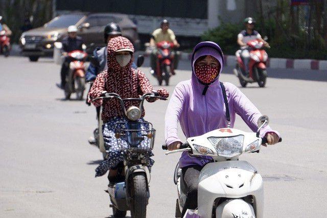 Nắng nóng gay gắt đến giữa tuần, cảnh báo tia UV gây hại cao - 1