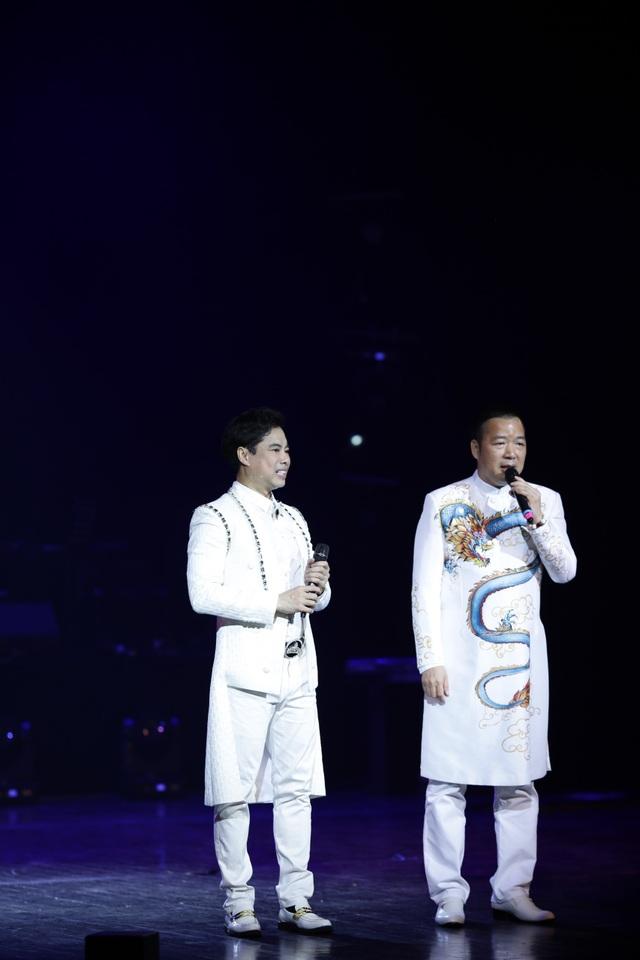 Ngọc Sơn bật khóc trên sân khấu sau 30 năm đi hát - 11