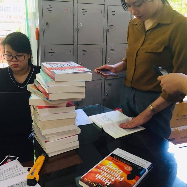 Sách in lậu, sách giả giá cao hơn sách thật để lừa bạn đọc - 1