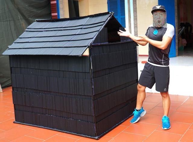 Youtuber Việt gây tranh cãi vì xây nhà bằng 5.000 ống hút nhựa - 1