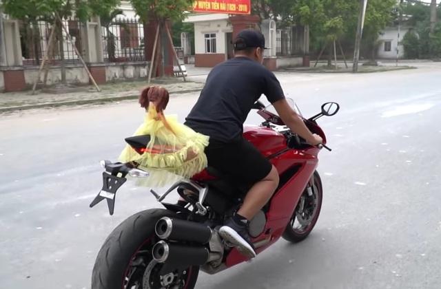 Youtuber Việt gây tranh cãi vì xây nhà bằng 5.000 ống hút nhựa - 5