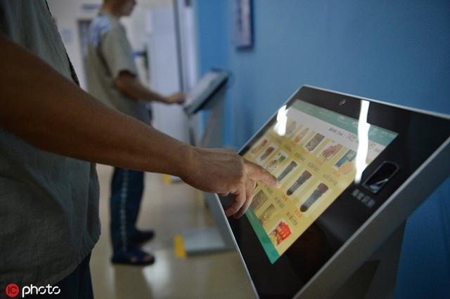 Đi tù vẫn thoải mái shopping online ở Trung Quốc - 2
