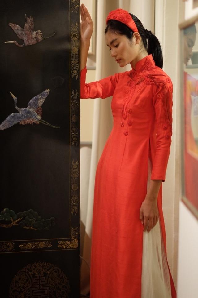 Rực rỡ áo dài Việt Nam, những mẫu thời trang đỉnh cao thu hút công chúng Nga - Ảnh minh hoạ 12