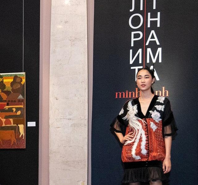 Rực rỡ áo dài Việt Nam, những mẫu thời trang đỉnh cao thu hút công chúng Nga - Ảnh minh hoạ 7