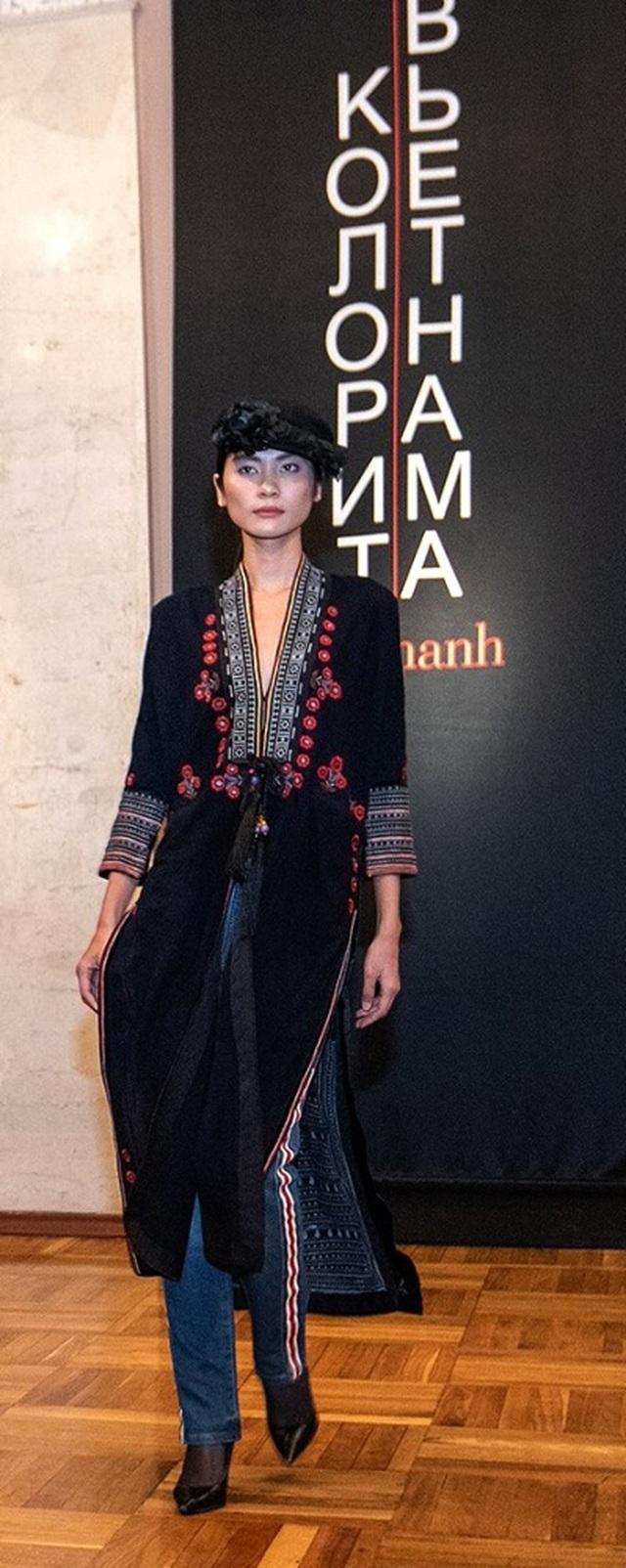 Rực rỡ áo dài Việt Nam, những mẫu thời trang đỉnh cao thu hút công chúng Nga - Ảnh minh hoạ 9