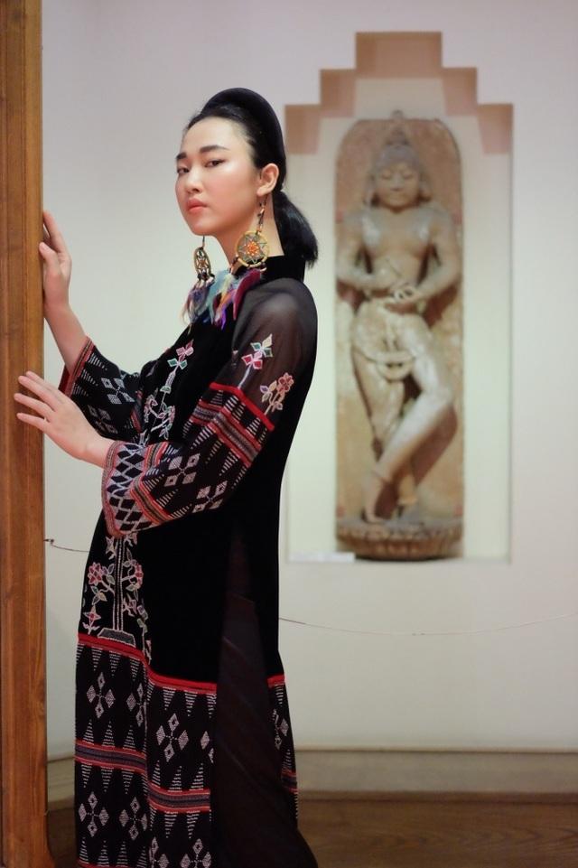 Rực rỡ áo dài Việt Nam, những mẫu thời trang đỉnh cao thu hút công chúng Nga - Ảnh minh hoạ 14