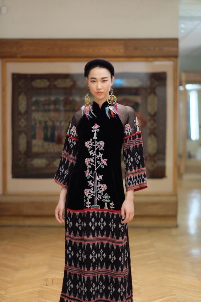 Rực rỡ áo dài Việt Nam, những mẫu thời trang đỉnh cao thu hút công chúng Nga - Ảnh minh hoạ 13