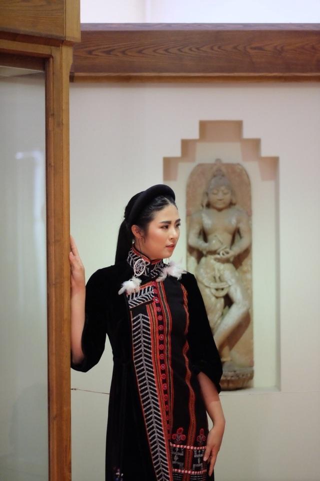 Rực rỡ áo dài Việt Nam, những mẫu thời trang đỉnh cao thu hút công chúng Nga - Ảnh minh hoạ 4