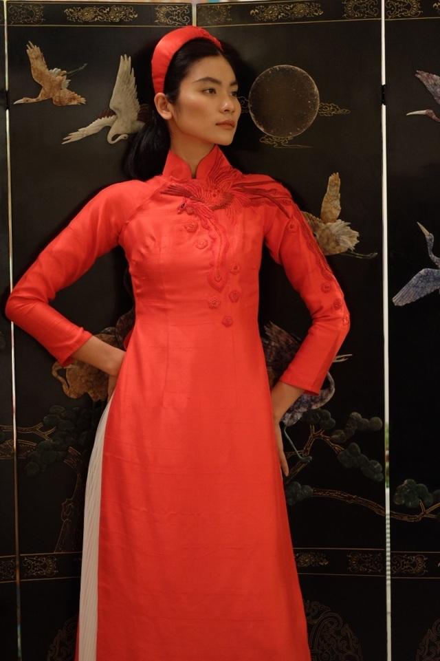 Rực rỡ áo dài Việt Nam, những mẫu thời trang đỉnh cao thu hút công chúng Nga - Ảnh minh hoạ 10