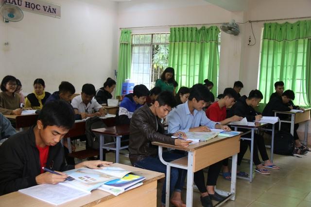 """""""Tiếp sức"""" cho học sinh khó khăn trong kỳ thi THPT quốc gia - 1"""