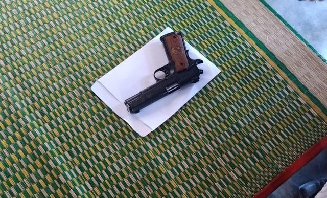 Tên cướp nổ nhiều phát súng uy hiếp nạn nhân, bỏ chạy vì đạn kẹt - 2