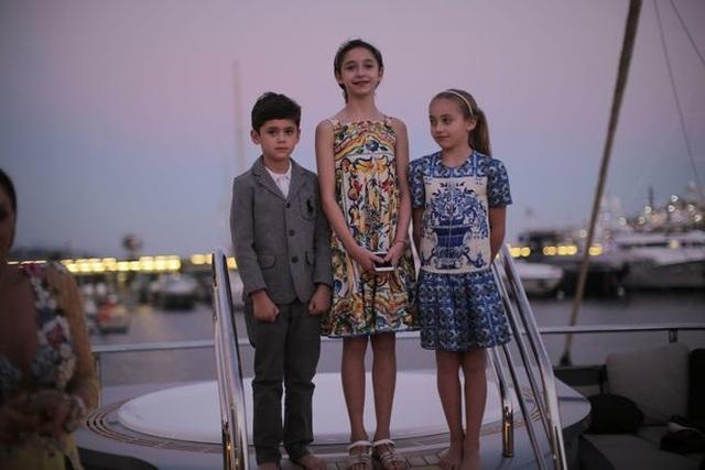 Noah 7 tuổi, Alexia 9 tuổi và Leah 11 tuổi.