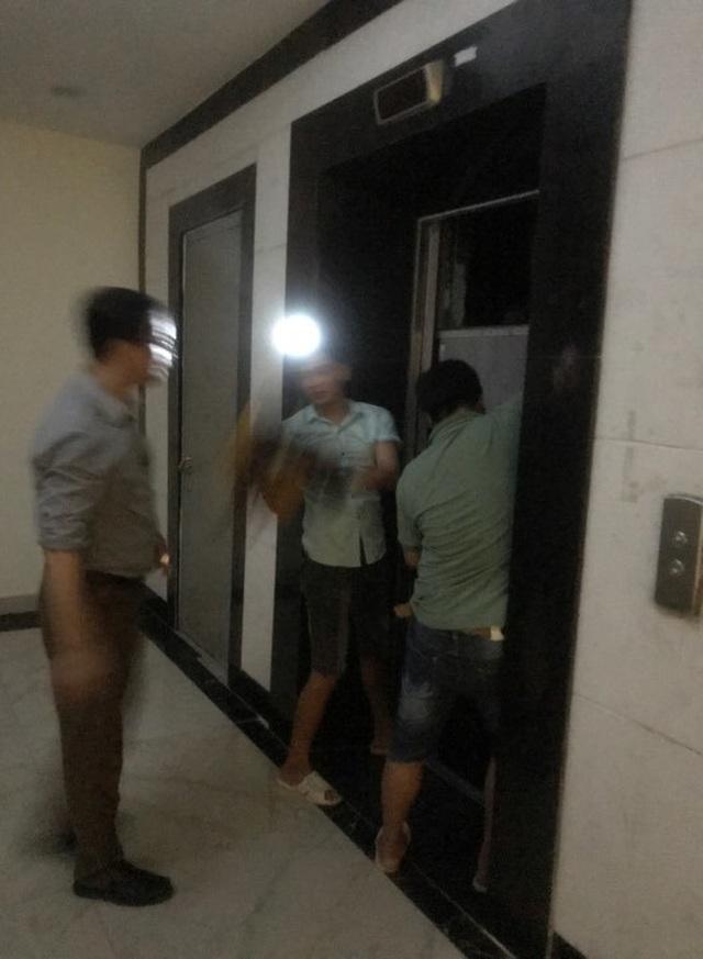 Hà Nội: Giải cứu nhiều người mắc kẹt trong thang máy khi chung cư mất điện - 1