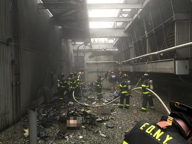 Trực thăng đâm nóc cao ốc, người New York lo sợ kịch bản khủng bố 11/9 - 4
