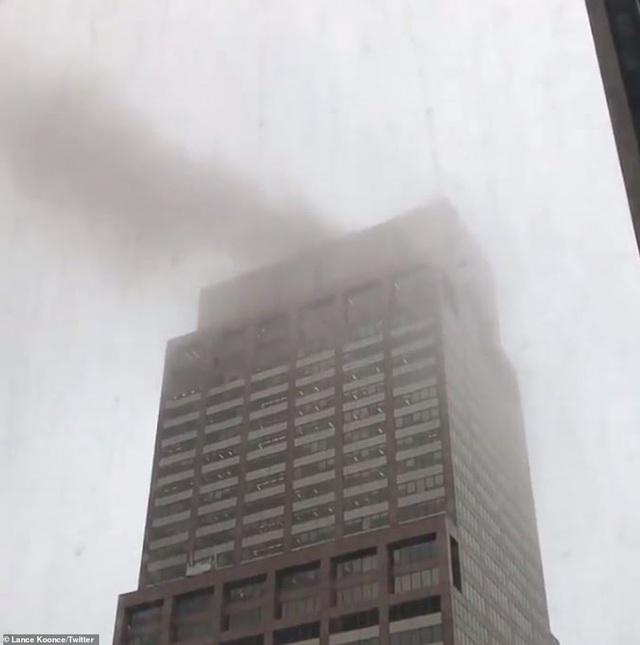 Trực thăng đâm nóc cao ốc, người New York lo sợ kịch bản khủng bố 11/9 - 1