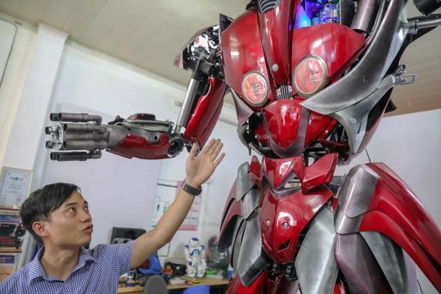 Nhóm thanh niên Hà Nội làm robot như trong phim từ phế liệu - 7