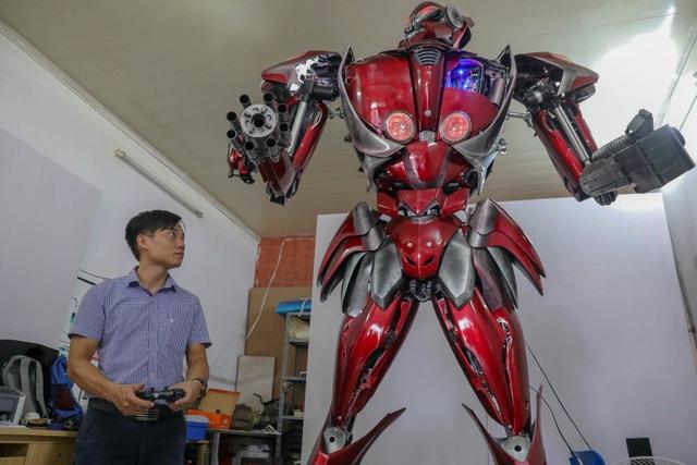 Nhóm thanh niên Hà Nội làm robot như trong phim từ phế liệu - 2