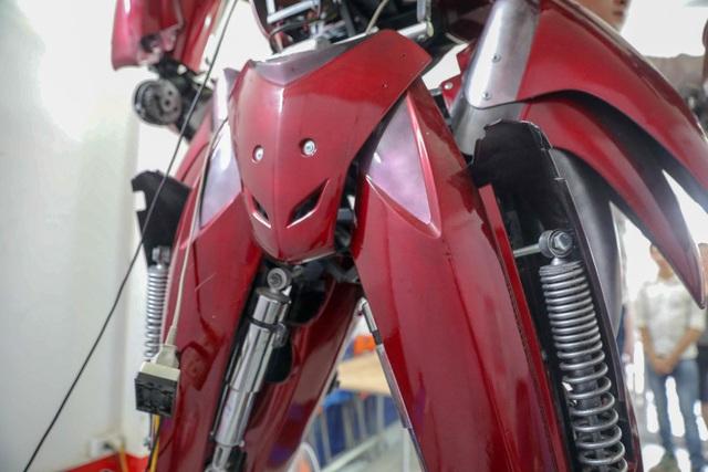 Nhóm thanh niên Hà Nội làm robot như trong phim từ phế liệu - 5