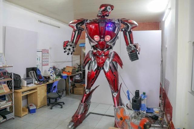 Nhóm thanh niên Hà Nội làm robot như trong phim từ phế liệu - 1