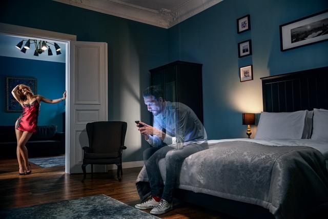 Chùm ảnh đầy ý nghĩa cho thấy smartphone đang khiến con người xa cách nhau như thế nào - 4