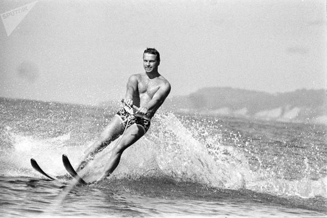 Ảnh hiếm về các hoạt động giải trí của giới trẻ Liên Xô trên bãi biển - 10