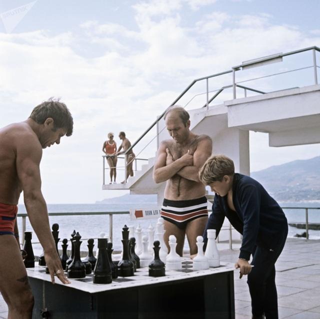 Ảnh hiếm về các hoạt động giải trí của giới trẻ Liên Xô trên bãi biển - 12
