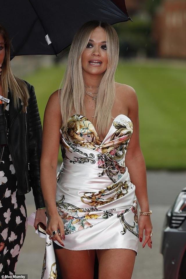 Rita Ora mặc gợi cảm khi gặp hoàng tử Harry - 7