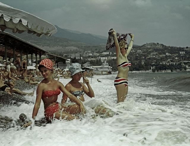 Ảnh hiếm về các hoạt động giải trí của giới trẻ Liên Xô trên bãi biển - 4