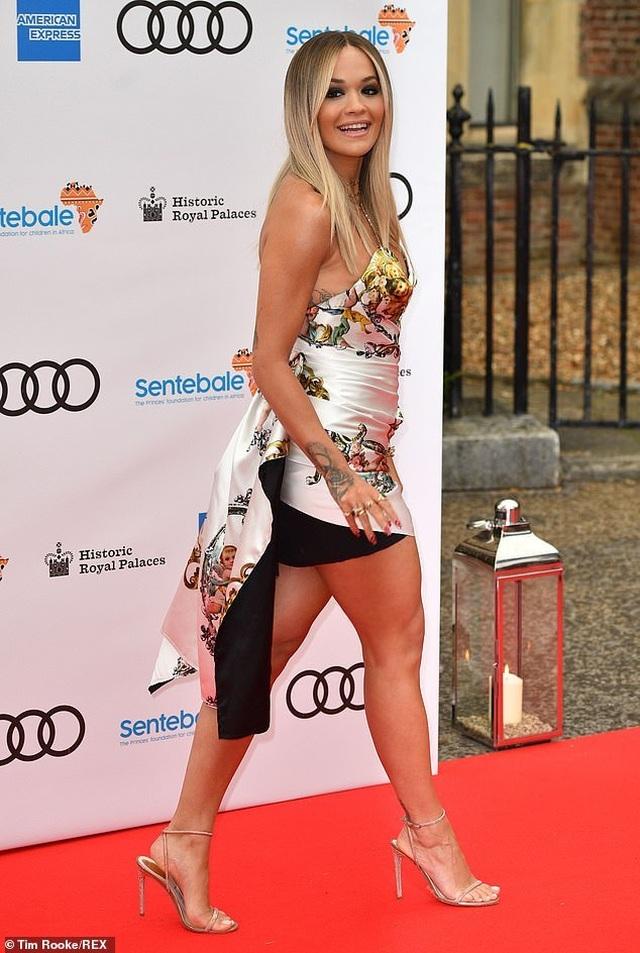 Rita Ora mặc gợi cảm khi gặp hoàng tử Harry - 6