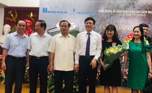 Nhà báo Hồ Quang Lợi ra mắt cuốn sách Thời cuộc và văn hóa - 2