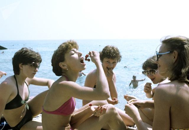 Ảnh hiếm về các hoạt động giải trí của giới trẻ Liên Xô trên bãi biển - 8