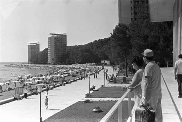 Ảnh hiếm về các hoạt động giải trí của giới trẻ Liên Xô trên bãi biển - 9