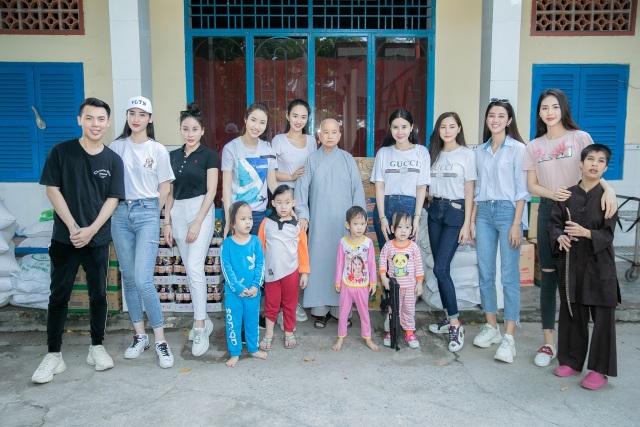 Quỳnh Anh cùng top 5 Hoa Hậu giản dị thăm các em nhỏ tại chùa Diêu Pháp - 1