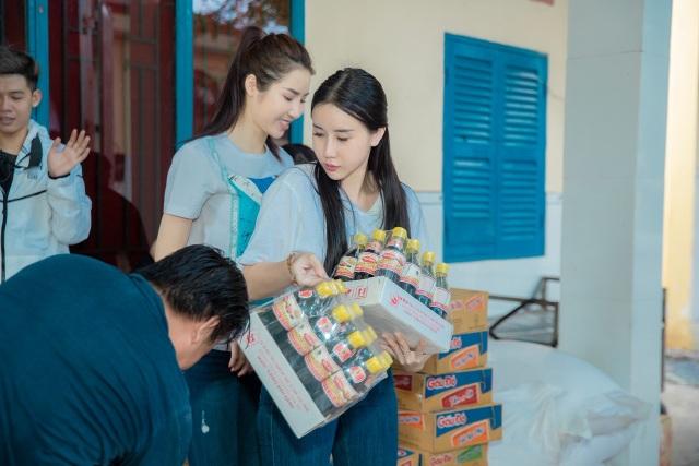 Quỳnh Anh cùng top 5 Hoa Hậu giản dị thăm các em nhỏ tại chùa Diêu Pháp - 2